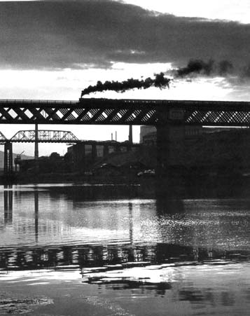 Flying Scotsman goes south over King Edward VII Bridge